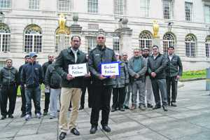 Taxi drivers gather to hand in petition to Leeds City Council