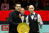 Mark Selby and Gary Wilson pose for photographers before their China Open final match.