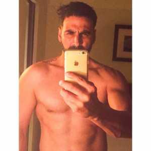 Akshay Shirtless Selfie