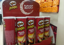 Supermarket under fire after marketing faux pas promoting bacon flavour pringles to Muslims