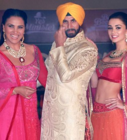 Lara Dutta, Akshay Kumar and Amy Jackson at the fashion show