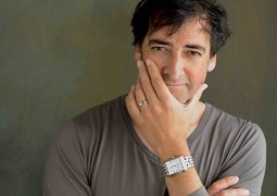 6th Annual Asian Awards to be hosted by Alastair McGowan