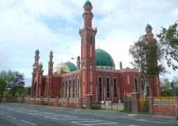 UK Mosques Urged To Recruit More Women