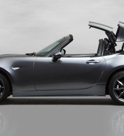 Mazda_MX-5RF_showmodel_Side_movement_white